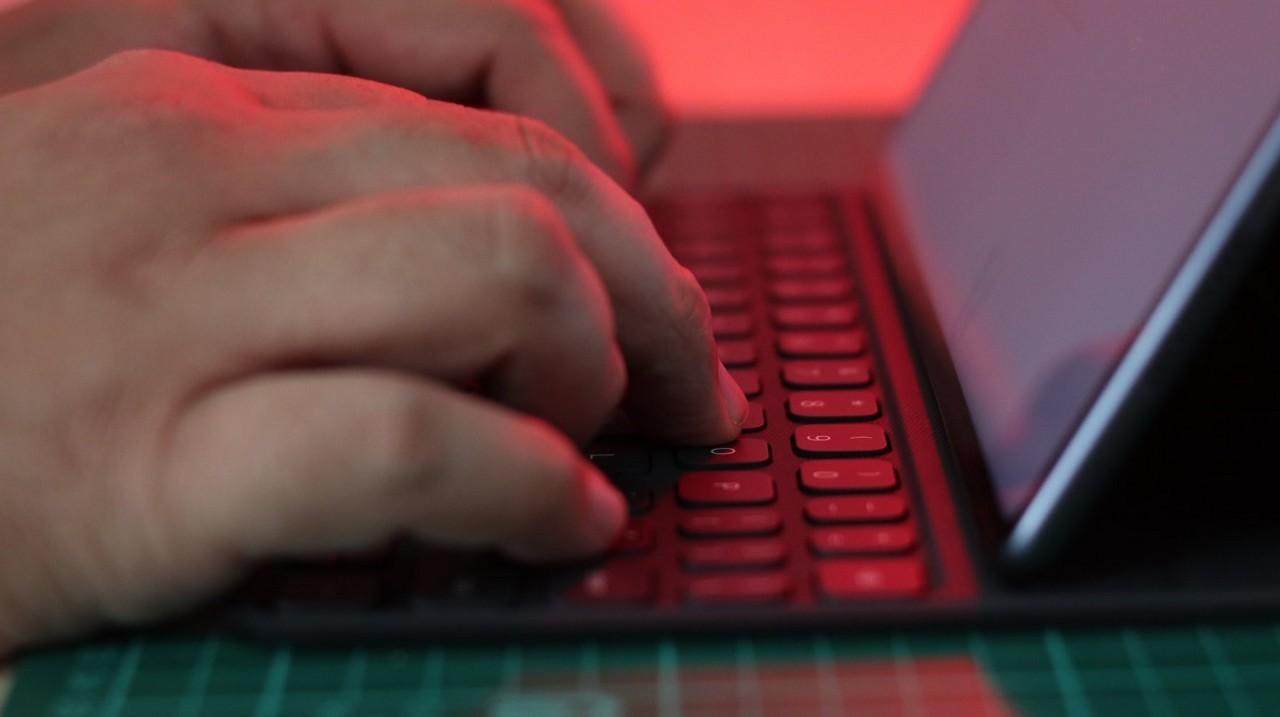 man typing on the huawei matepad pro keyboard