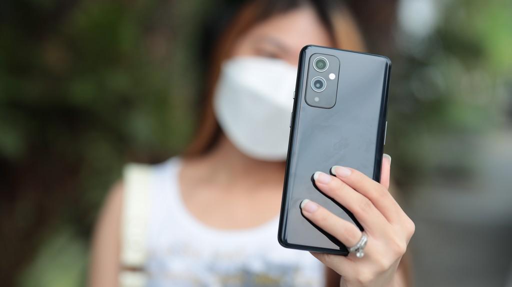 OnePlus 9 5G Lifestyle Shot